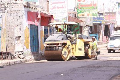 استمرار أعمال مشاريع الصيانة والتأهيل للطرق الرئيسية في عدن