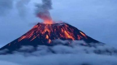 روسيا تحذر من ثوران بركاني في شبه جزيرة كامتشاتكا
