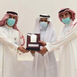 """عبد الله بن زايد يتلقى التطعيم ضد فيروس """"كورونا"""""""