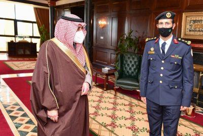 سمو أمير تبوك يقلد قائد القوة الخاصة للأمن والحماية بمشروع البحر الأحمر رتبته الجديدة