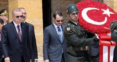 """استقالة الإنستغرام """"المريبة"""".. خروج صهر أردوغان يكشف الأزمة"""