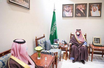 سمو الأمير فيصل بن خالد بن سلطان يتسلم تقريراً عن مشروعات السلامة والصيانة والتنفيذ بإدارة الطرق