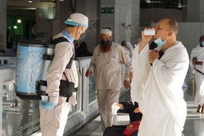 """ماء زمزم.. """"3"""" ملايين لتر تروي عطش المعتمرين بالمسجد الحرام"""