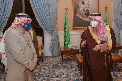 """أمير تبوك يشيد بمبادرة """"القحطاني"""" صاحب الموقف الإنساني مع الورثة"""