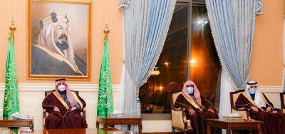 أمير منطقة تبوك يستقبل رؤساء المحاكم والمواطنين ومديري الإدارات الحكومية في اللقاء الأسبوعي