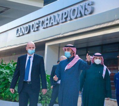 رئيس الفيفا يزور السعودية.. ويشيد بعمل الاتحاد السعودي