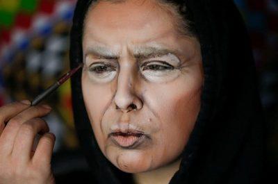 """""""شابة أردنية"""" تغير شكل وجهها لعدة شخصيات بواسطة المكياج"""