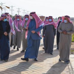 الأمير خالد بن الوليد يتسلم تقرير رابطة الاحياء لكرة القدم