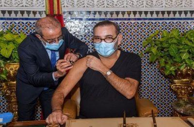 العاهل المغربي يتلقى الجرعة الأولى من لقاح كورونا