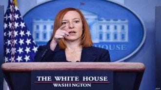 البيت الأبيض يطالب بالإفراج سريعًا عن أمريكيين محتجزين في روسيا