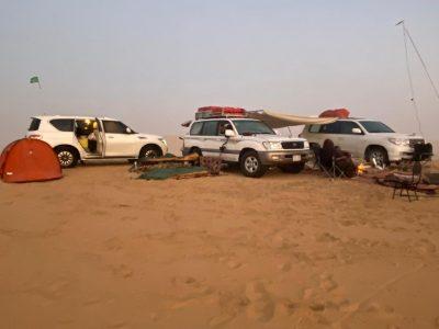 مغامرون سعوديون يقفون على موقع مضرب النيزك في الربع الخالي