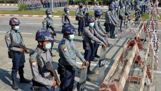 بايدن يعلن فرض عقوبات على القادة العسكريين في ميانمار