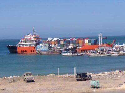 """وزارة النقل اليمنية تنفي ماتضمنتها مذكرة مدير ميناء سقطرى حول حمولة الباخرة الإماراتية """"تكريم """""""
