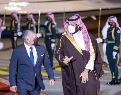 ملك الأردن يصل الرياض ومحمد بن سلمان في مقدمه مستقبليه