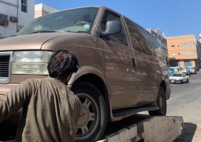 """إزالة """"70"""" سيارة خربة من أحياء نخب الطائف والغزالي"""