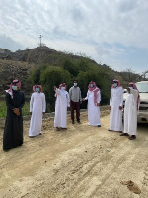 رئيس بلدية غامد الزناد يقوم بجولة تفقدية لمشروع قرية الحشو ويلتقي بالأهالي