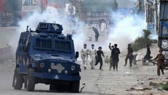 باكستان تحجب وسائل التواصل الاجتماعي مؤقتا بعد تظاهرات مناهضة لفرنسا