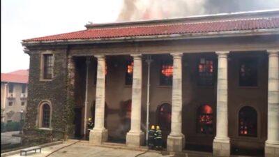 حريق هائل في كيب تاون يدمر المدينة التاريخية ويجبر السكان على الفرار