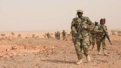 جيش تشاد يحظر التجوال ويغلق حدود البلاد البرية بعد مقتل الرئيس ديبي