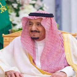 """""""السفير السعودي"""" لدى الأردن يسلم برنامج الأغذية العالمي """"423"""" طن من التمور"""