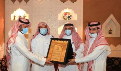 فرع الشؤون الإسلامية بالقصيم يكرم مدير إدارة الموارد البشرية