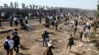 """مصر.. إصابة 109 أشخاص إثر انقلاب قطار في """"القليوبية"""""""