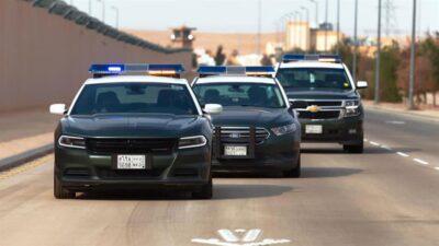 """شرطة الرياض تضبط """"10"""" أشخاص سرقوا مركبات وتاجروا بها"""