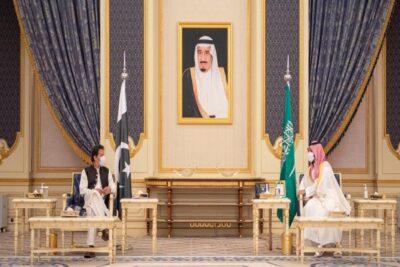 محمد بن سلمان وعمران خان يوقعان على اتفاق إنشاء مجلس التنسيق الأعلى السعودي الباكستاني