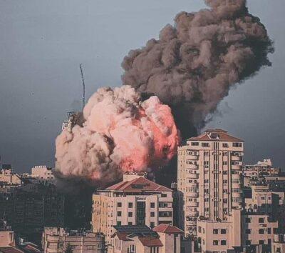 شاهد.. لحظة انهيار برج الشروق في غزة بعد تعرضه لقصف الطيران الإسرائيلي
