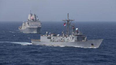 القوات البحرية المصرية والأمريكية تنفذان تدريبًا بحريًا عابرًا في البحر الأحمر