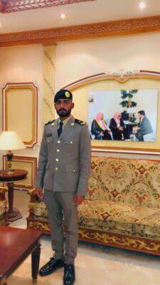 """""""علي المثنى"""" يحتفل بتخرجه برتبة """"ملازم"""" بكلية الملك فهد الأمنية"""