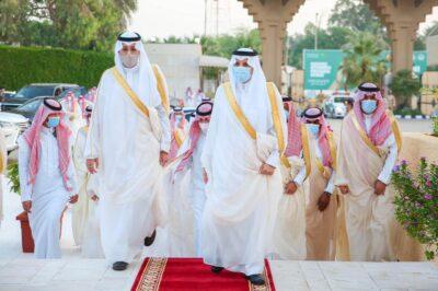 أمير الشرقية ونائبه يؤديان صلاة العيد مع جموع المصلين بالدمام