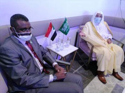 وزير الشؤون الإسلامية يستقبل وزير الشؤون الدينية والأوقاف بجمهورية السودان بمطار الملك عبدالعزيز بجدة
