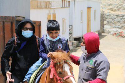 مزرعة الزيتونة تستضيف أطفال مركز رعاية المعاقين بالباحة