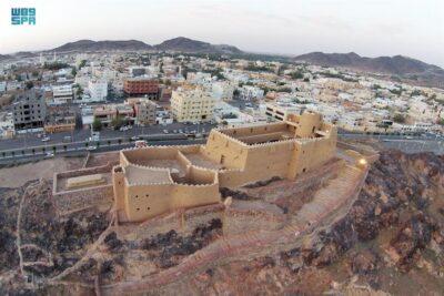 """قلعة """"عيرف"""" التاريخية بحائل .. طراز معماري فريد يعود إلى القرن الـ13 هجري"""
