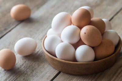 """منها تسخينه إلى 74 درجة مئوية.. """"الغذاء والدواء"""" تقدم نصائح لطهي البيض"""