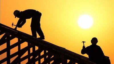 """""""وقاية"""" تُصدر الدليل الإرشادي للعمل بدرجات الحرارة العالية والحماية من أشعة الشمس"""