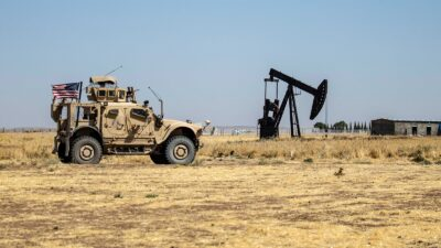 ميليشيات موالية لإيران تستهدف بالمدفعية قاعدة أمريكية شرق سوريا