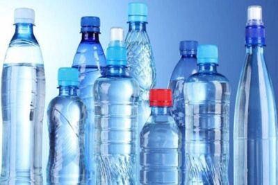 الاستخدام المتكرر لزجاجات المياه البلاستيكية خطر على صحة الإنسان