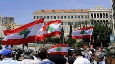 لبنان.. اعتصام أمام المصرف المركزي للمطالبة بعدم المساس بالودائع