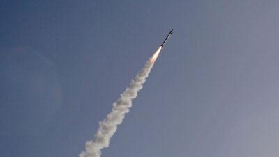 ميليشيا الحوثي تستهدف مناطق سكنية في مأرب بصاروخ باليستي