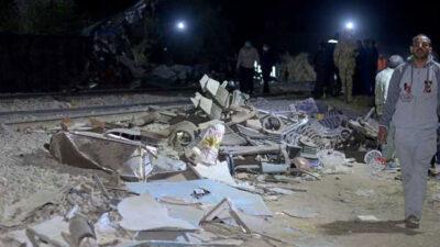 قتلى وجرحى جنوب القاهرة بعد اصطدام قطار بسيارتين