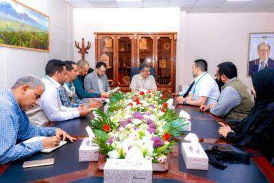 """محافظ عدن  يلتقي المدير الإقليمي لمنظمة """"مسلم هاندز"""""""