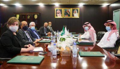 آل جابر يلتقي المبعوث الأممي والسفير البريطاني إلى اليمن