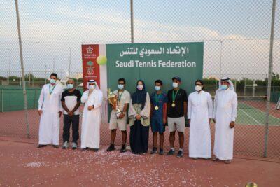 الابتسام أبطال بطولة شباب التنس والقارة وصيفا والاتحاد ثالثاً