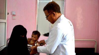مركز الملك سلمان للإغاثة يواصل علاج حالات سوء التغذية بين الأطفال بطور الباحة محافظة لحج
