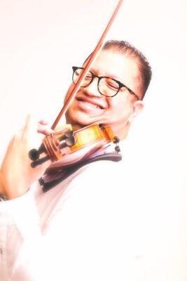 الموسيقار محمود سرور: أنظار العالم تتجه نحو الرياض و الجمهور السعودي لديه محبة لآلة الكمان