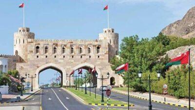 سلطنة عمان تعيد حظر التجول وتعلق الأنشطة التجارية ليلا