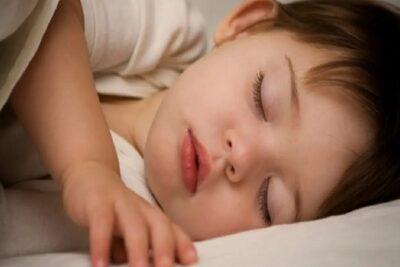9 علامات تنذر بإصابة الطفل بالسرطان