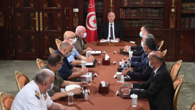 الرئيس التونسي يجمد سلطات «النواب» ويرفع الحصانة عن أعضاء البرلمان